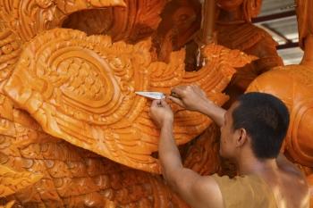 우본라차타니 촛불축제 - 조각예술