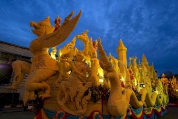 우본라차타니 촛불축제 - 퍼레이드